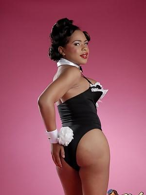 Hot Black TRANSSEXUAL Nody Nadia exposing her sweet hole